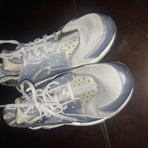 Grey Nike Haurache sz. 9.5